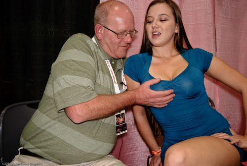 xcritic visits with fetish nude model becky lesabre at